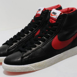 NIKE - Blazer Mid PRM VNTG - Black/Gym Red/Bright Crimson