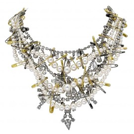 Tom Binns - WHITE CRYSTAL AND PEARL NECKLACE WITH TWO TONE SAFETY PINS
