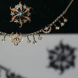 decoupage - 15ct gold seed perl star and moon necklace1900s England