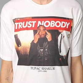 urban outfitters - Tupac Trust Nobody Tee