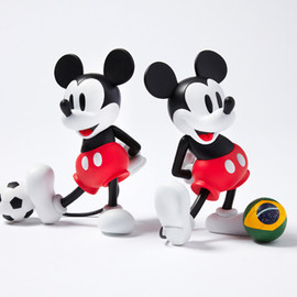 SOPHNET. - SOPHNET. x MEDICOM TOY VCD MICKEY MOUSE WITH FOOTBALL