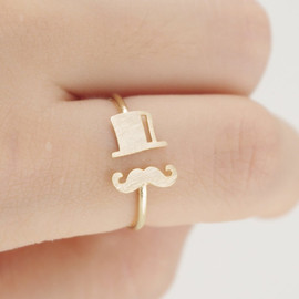 Top hat and Mustache Ring in Gold