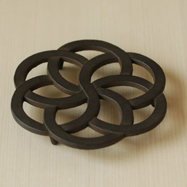 Higashiya - Cast iron, bronze color