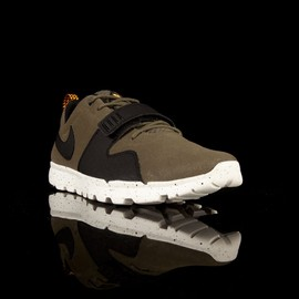 Nike - TRAINERENDOR Low - Olive/Black/Orange