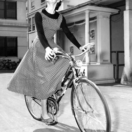 bike pretty, bikepretty, pretty bike, girls on bikes, outfit ideas, cycle style, fashion bike, bike fashion, bike chic, bike style, girl on bike, cycle chic, audrey hepburn, vintage, vintage style, rides a bike, vintage bike, vintage photo, audrey, hepburn