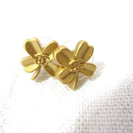 CHANEL - GOLD Clover Vintage Pierce
