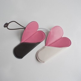 leather-heart-case-for-glasses-pencils-6.jpg