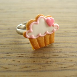 Luulla - Cupcake Cookie Ring - Pink Heart to the Right