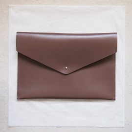 Hender Scheme - A4 clutch #dark brown
