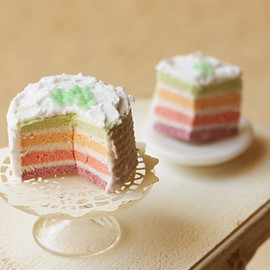 Luulla - Miniature Food - Dollhouse Rainbow Cake