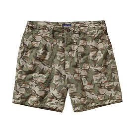 Patagonia - Men's Wavefarer Stand Up Shorts - Painted Camo: Camp Green
