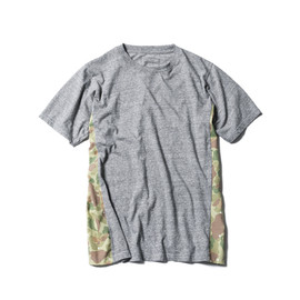 SOPHNET. - CAMOUFLAGE SIDE PANEL TEE