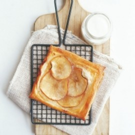 donna hay - easy apple tart