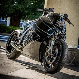 "Custom Works Zon - ""Stealth Crow"" BMW K1600"