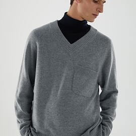 COS - CASHMERE V-NECK PATCH POCKET JUMPER