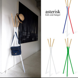 Detail - asterisk kids coat hanger