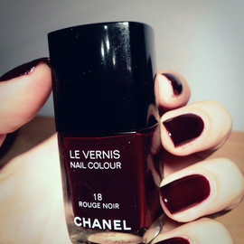 CHANEL - Rouge Noir nails