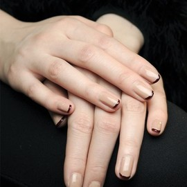 Nails/nude color