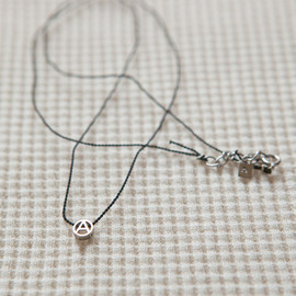 PHINGERIN - TINY CIRCLE A NECKLACE (Platinum)