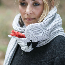 Nina-Fuehrer - cockatoo scarf grey
