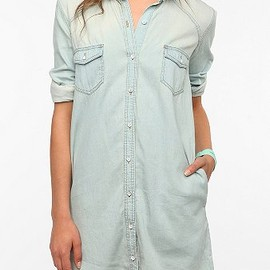 URBAN OUTFITTERS - BDG Chambray Shirtdress