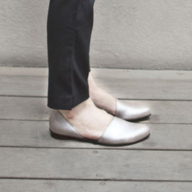 WalkByAnatDahari - Flat elegant  pointy shoes  in silver color for evening