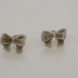 mememe - Bow stud earrings