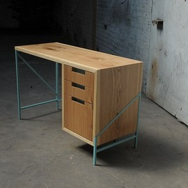 zakrose - ash + powder-coated steel desk