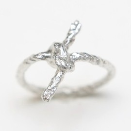 WhiteFly - Forget Me Knot Ring
