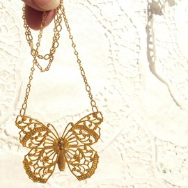 Luulla - Butterfly Wings - Gold Butterfly Necklace