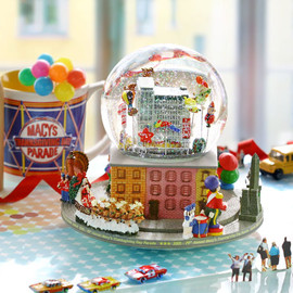 America - MACY'S THANKS GIVING PARADE 2005 SNOWGLOBE