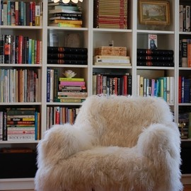 the chair. the books. the light....so good.