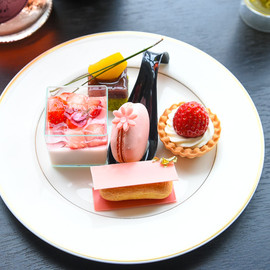 MARTINI Blossom Lounge - Sweets plate