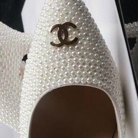 CHANEL - Pearls/Shoes