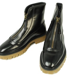 BURBERRY - Flat patent leather ankle boot