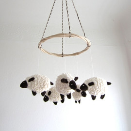 pingvini - sheep/lamb nursery decor