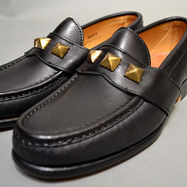 YUKETEN - BRASS STUDS LOAFER (Black)
