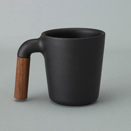 HMM Mugr Adds A Wood Handle to Your Cofee Mug