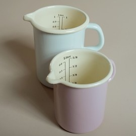 measuring jug.