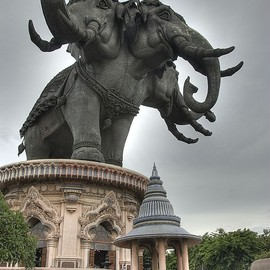 Giant elephants at the entrance to Erawan Museum in Bangkok, Thailand (by krashkraft).