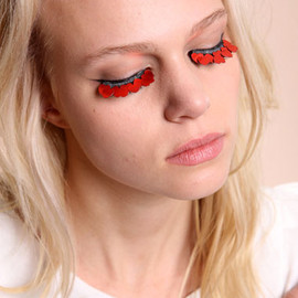 urban outfitters - Shimmer Twins Red Heart Lashes