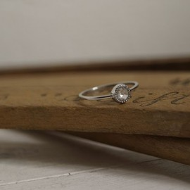 Rust - 4mm solitaire with milled setting