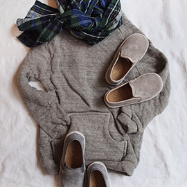 MAKIE - Pullover Brown + PePe Shoes