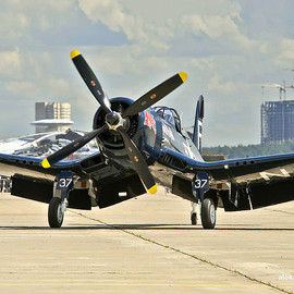 Chance Vought - F4U Corsair(The Flying Bulls)