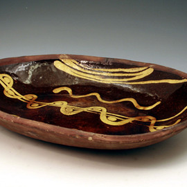 NO NAME - English earthenware slipware loaf dish early 19th century  image 2