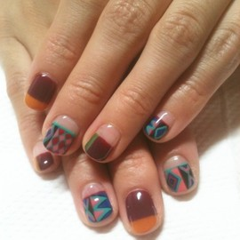 nail - Isn't this geometric nail art awesome?