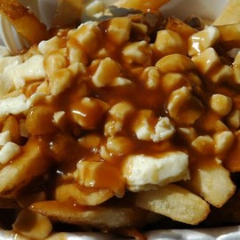 poutine プーティン - French fries, topped with brown gravy and cheese curds