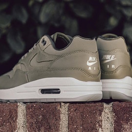 NIKE - Air Max 1 Premium - Natural Olive/Medium Olive