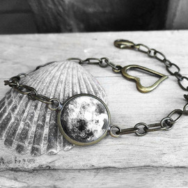 Handmade Resin Black and White Full Moon Antique Bronze Cabochon Cable Chain Bracelet