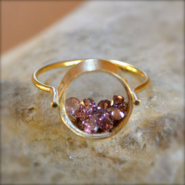 Shake Gemstone Gold Ring
